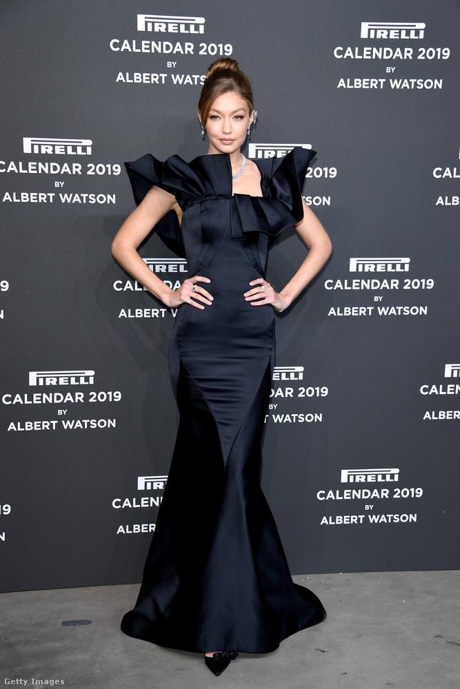 Az est másik A-listás celebje Gigi Hadid volt, ő a naptár 2019-es kiadásának leghíresebb modellje.