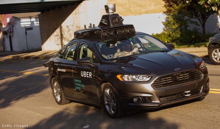 Uber önvezető Ford Fusion autó, Pittsburgh-ben 2016. szeptember 22-én