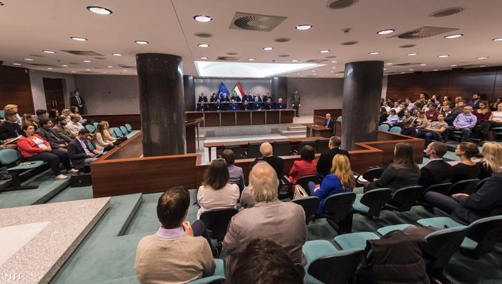 Az Alkotmánybíróság nyilvános ülését 2017. október 17-én.