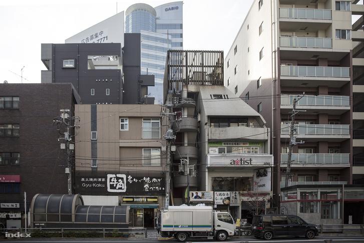 A Casio tokiói toronyháza a környék (Sibuja) épületei fölé magasodik