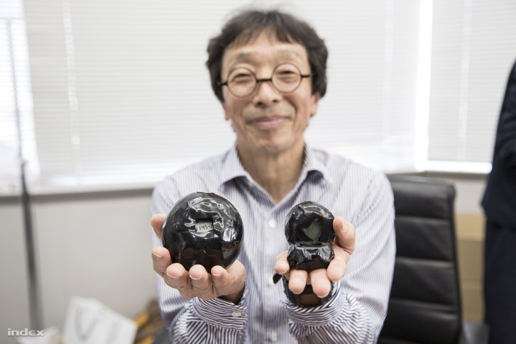 Kikuo Ibe első kísérletei során ilyen tesztpéldányokat dobált le (vagy kétszázat) a Casio egyik épületének ablakából, kb tíz méteres magasságból.