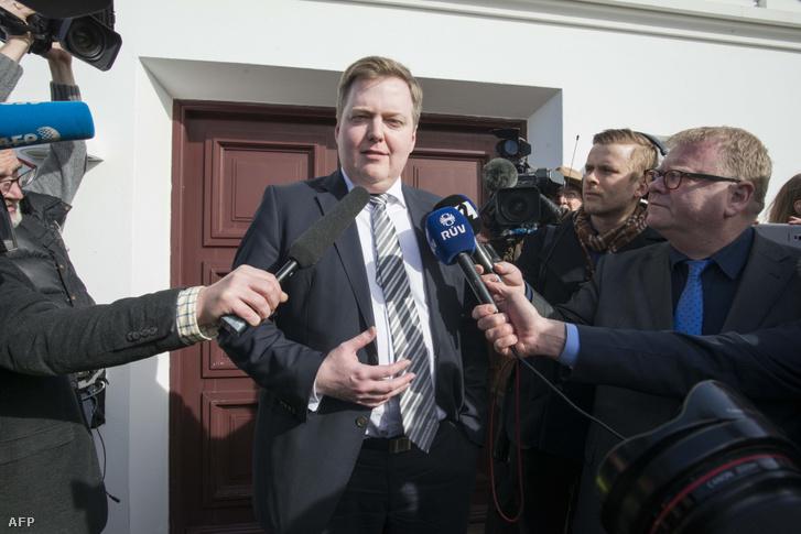 Izland korábbi miniszterelnöke, Sigmundur David Gunnlaugsson Reykjavik-ban tart sajtótájékoztatót 2016. április 7-én