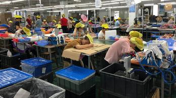 Kizsákmányolják a kínai munkásokat, 3,6 forint egy Disney-babáért