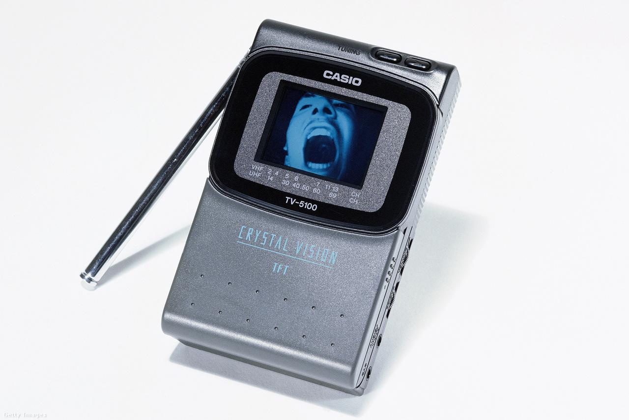 Váááááá, itt a Casio Crystal Vision hordozható kézi tévékészülék (1999).