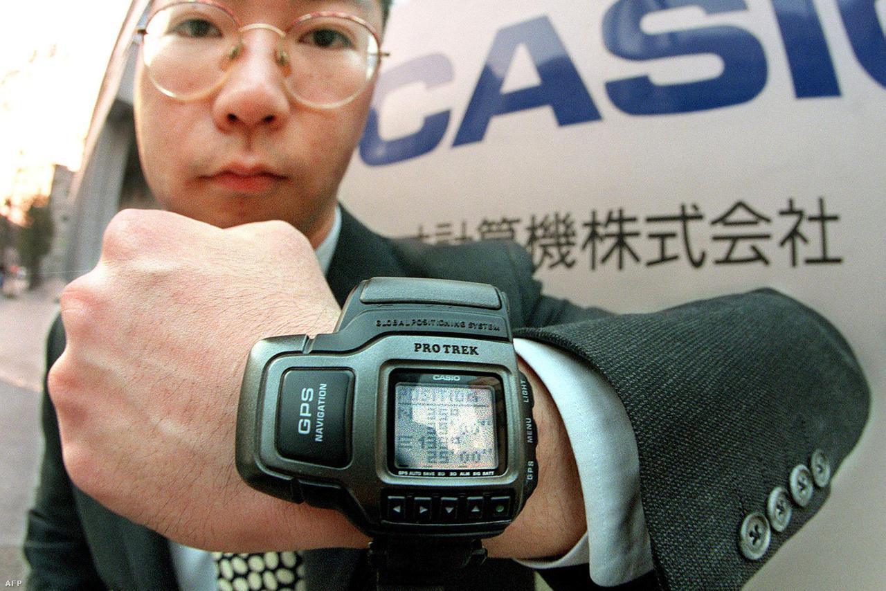 1999: a világ első GPS-szenzorral felszerelt karórája, a Casio ProTrek Satellite Navi (PRT-1GPJ). A mindössze 148 grammos óra 27 GPS-műhold jelét volt képes fogni, ezzel viselője helyét bemérni bárhol a világban.