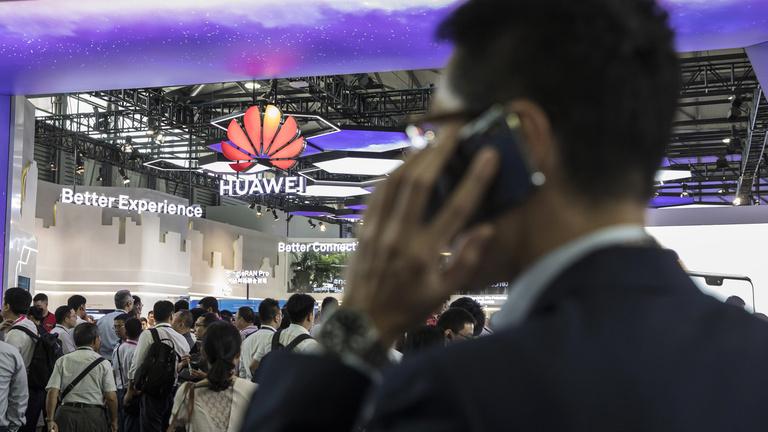 Évek óta üldözték, most meglepő csapást mértek a Huaweire