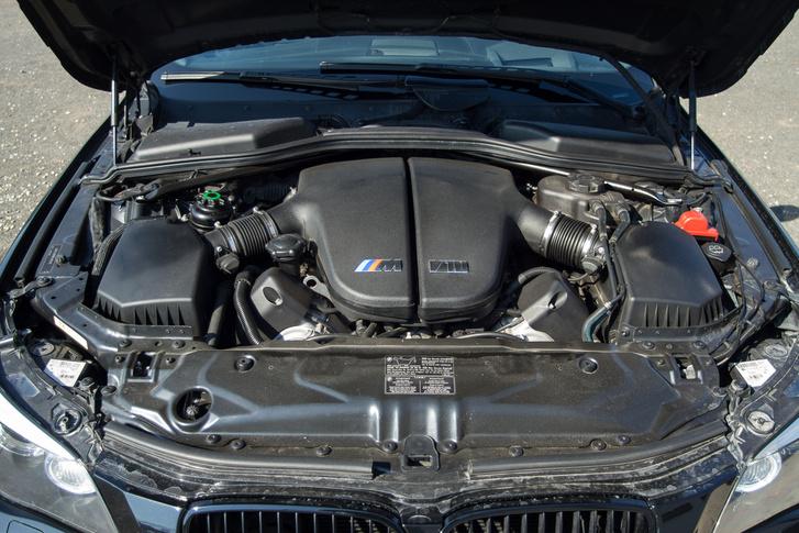 Ez a cikk nem is az autóról, hanem a motorjáról szól