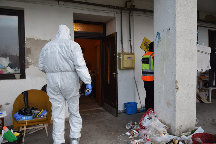 A nyomozás adatai alapján egy 38 éves nő 2018. december 6-án kora délelőtt balassagyarmati otthonukban egy késsel megszúrta élettársát.