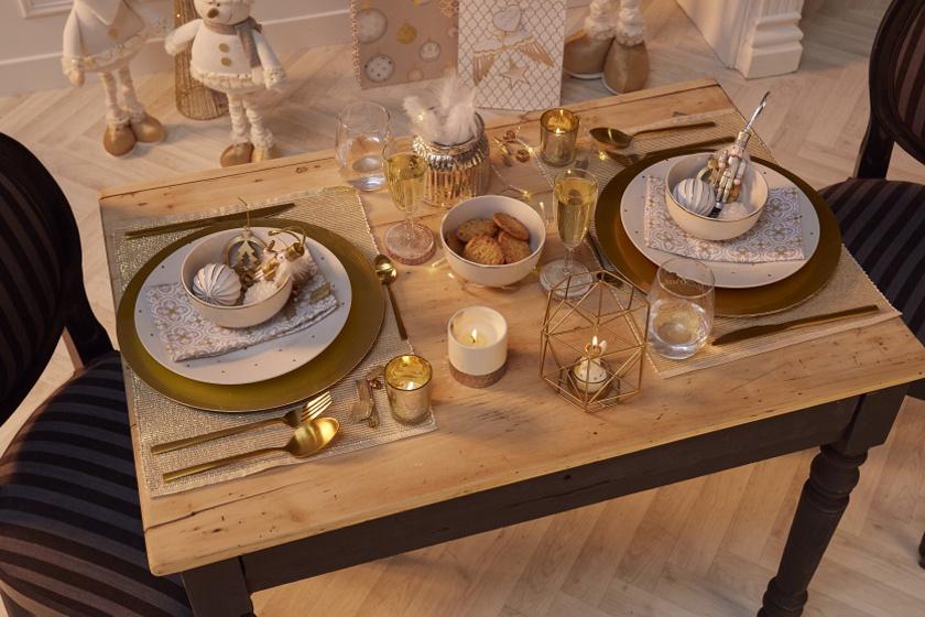 Arany és ezüst színben pompázó étkészletek és terítékek az igazán ünnepi alkalmakra.