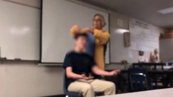 Letartóztatták a tanárnőt, aki a gyerekeket hajvágóval hajkurászta, közben az amerikai himnuszt énekelte
