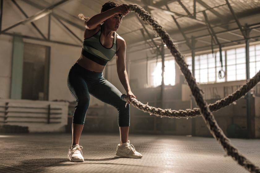 A crosstraining funkcionális edzéstípus, mely több edzés elemeit is ötvözi. Szerepelnek benne saját testsúlyos gyakorlatok, de a súlyzók, labdák, tornászgyűrűk is. A hangsúly a test erejének és teljesítőképességének növelésén van.