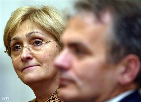 Thürmer és Karacs Lajosné, egy lakossági fórumon (Fotó: Bruzák Noémi)