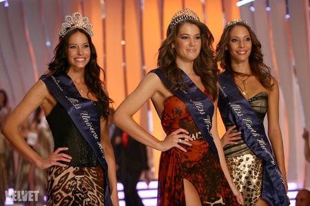 Középen Miss World Hungary
