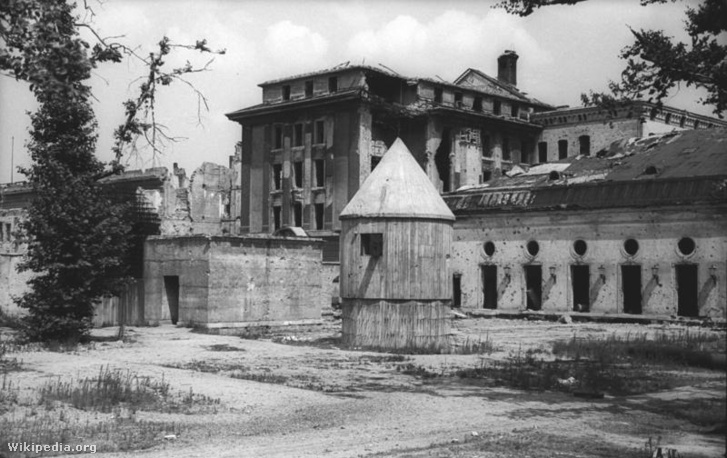 Az épület romjai 1947 nyarán