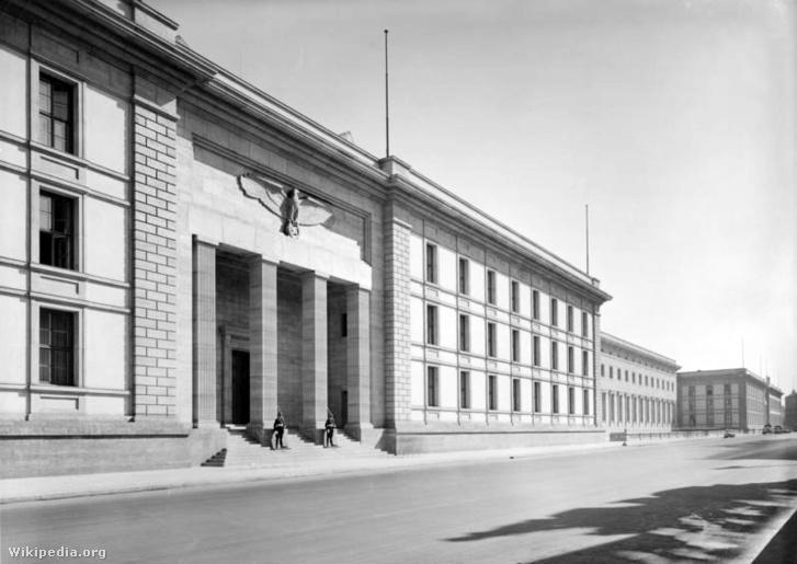 A Kancellária utcai homlokzata
