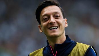 Ájulásig tolták a kéjgázt Özilék az Arsenal-játékosok privát buliján