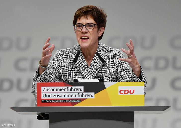 Annegret Kramp-Karrenbauer beszél a CDU kongresszuson 2018. december 7-én