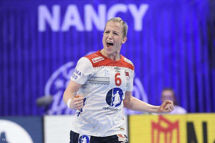 A norvég Heidi Loke a női kézilabda Európa-bajnokság középdöntőjében játszott Magyarország - Norvégia mérkőzésen a franciaországi Nancyban 2018. december 7-én.