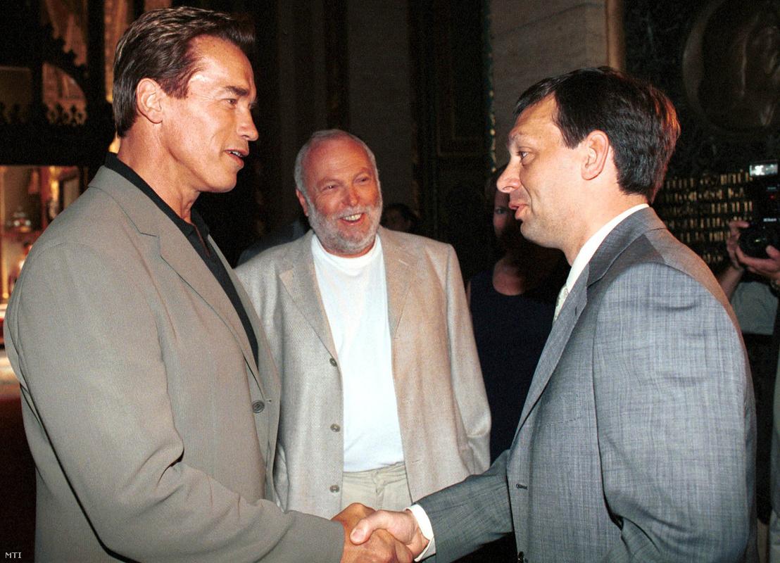 Arnold Schwarzenegger amerikai filmcsillagot fogadta Orbán Viktor miniszterelnök a Parlament Gobelin termében 2000. július 5-én