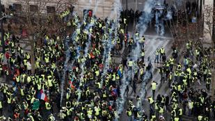 Könnygázzal oszlattak a rendőrök a párizsi tüntetésen