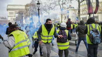 Lángok és könnygáz: csatatér lett Párizs belvárosa