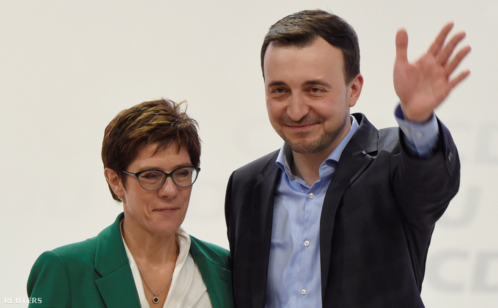 Annegret Kramp-Karrenbauer és Paul Ziemiak a CDU szombati kongresszusán