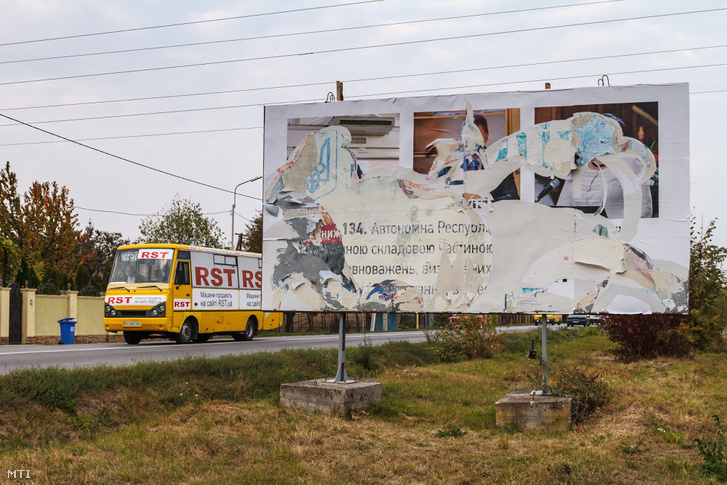 Eltávolított magyarellenes plakát Ungváron 2018. október 20-án. Állítsuk meg a szeparatistákat felirattal és a kárpátaljai magyar közösség vezetőinek neveivel valamint fényképeivel jelentek meg óriásplakátok a főutak mellett Ungvár Munkács és Beregszász körzetében. Kárpátalja kormányzója az orosz titkosszolgálatok provokációjának tartja a plakátok kihelyezését.