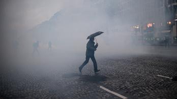 Nyelik a könnygázt, csak takarodjon Macron