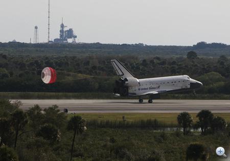 2008. február 20. Visszatérés az STS-122-es számú küldetésből, aminek során a Colombus laborral bővítették a Nemzetközi Űrállomást.
