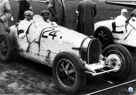 A húszéves Pietsch első igazi versenyautója egy Bugatti B 35-ös volt, amit a molsheimi gyárban vett át. Volt öntudat rendesen...