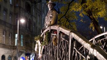 Történelemhamisító emlékműre cserélik le Nagy Imre szobrát