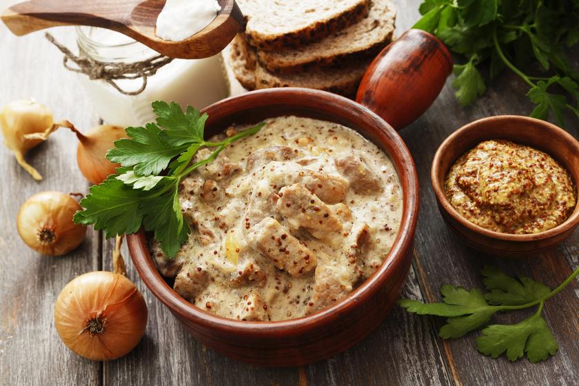 Szaftos, mustáros sertésragu: igazi téli fogás