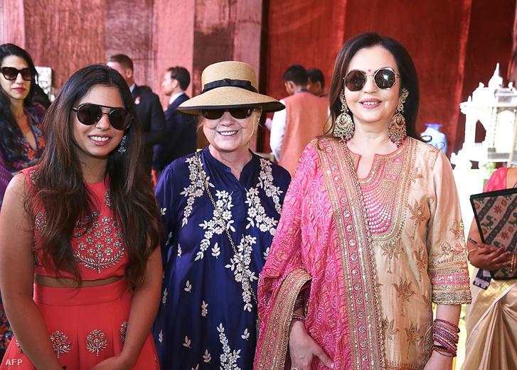 Isha Ambani, Hillary Clinton és Nita Ambani