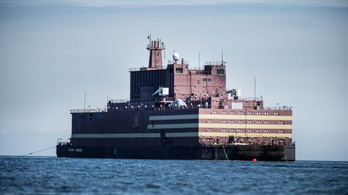 Beindították a világ első úszó atomerőművét