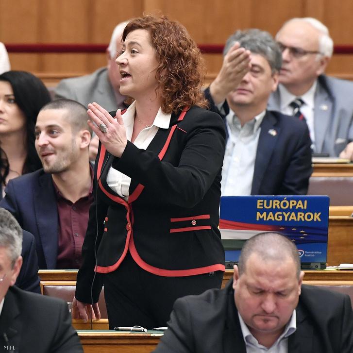 Vadai Ágnes a DK képviselője felszólal az Országgyűlés plenáris ülésén 2018. december 10-én.