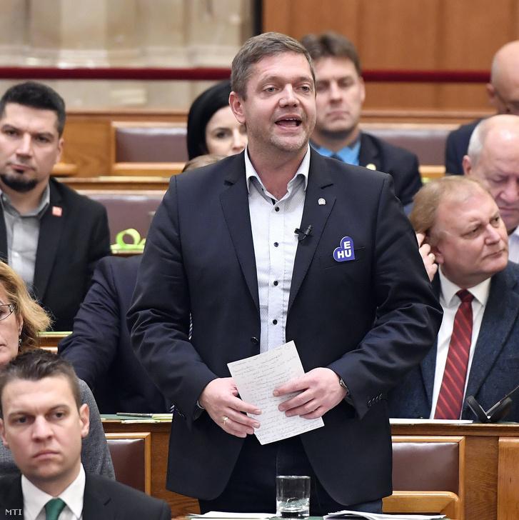 Tóth Bertalan az MSZP elnöke frakcióvezető felszólal napirend előtt az Országgyűlés plenáris ülésén december 2018. december 10-én.