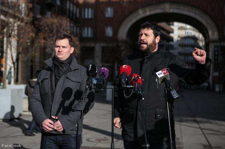 Kanász-Nagy Máté és Puzsér Róbert a budapesti Madách téren tartott sajtótájékoztatón