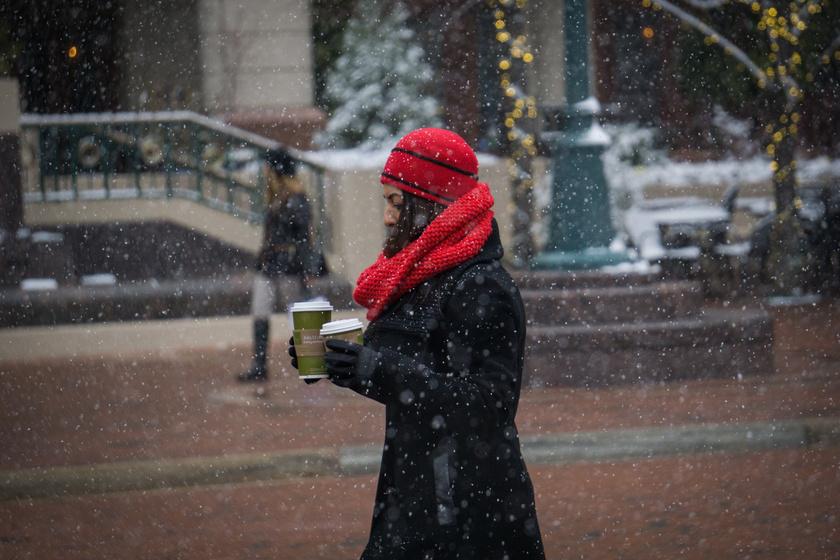 nő tél séta