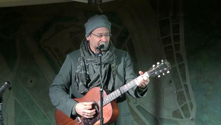 Hajléktalanokért koncerteztek a Széll Kálmán téren