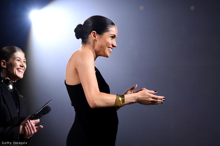 Természetesen a (kismama)ruha, amit a hercegné a díjátadón viselt, szintén a francia divatházból való.