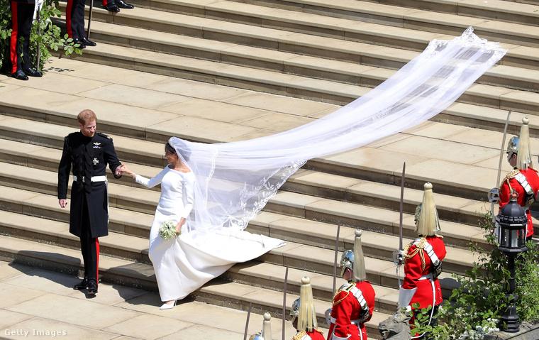 ...az esküvői ruháját tervezte.A Givenchy tervezője konkrétan ezért a munkájáért kapta az elismerést.