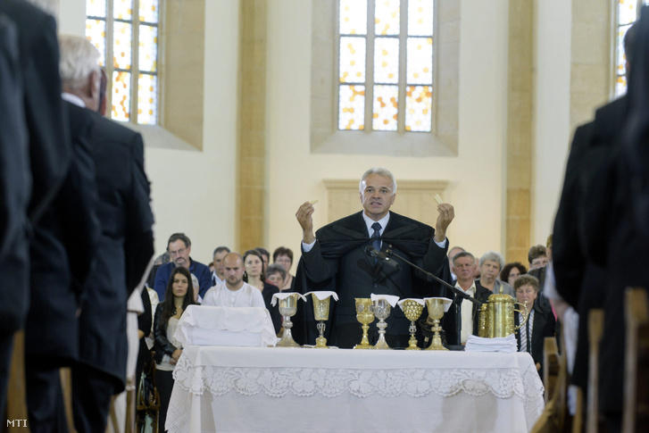 Zán Fábián Sándor, a kárpátaljai református egyházkerület püspöke a kolozsvári Farkas utcai templomban