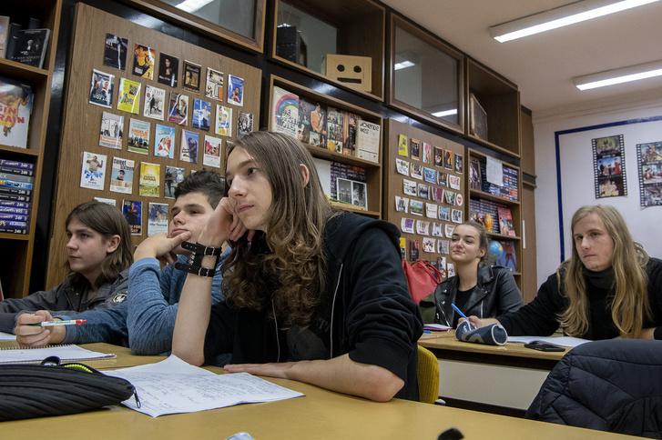 A tanárnő gondolkodni tanítja diákjait