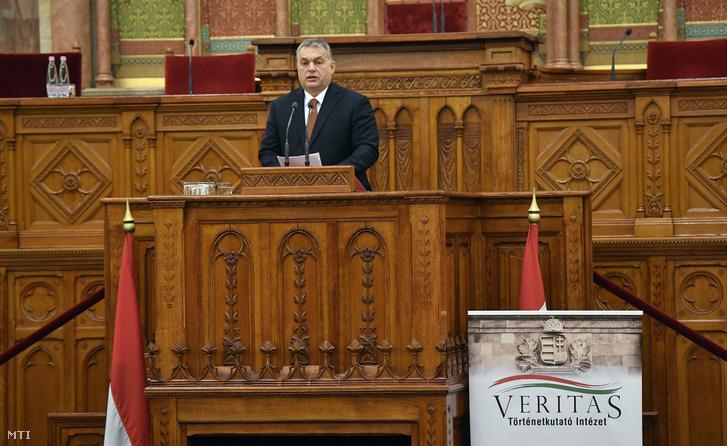 Orbán Viktor miniszterelnök beszédet mond az Antall József néhai miniszterelnök halálának 25. évfordulója alkalmából rendezett Küldetés és szolgálat című emlékkonferencián