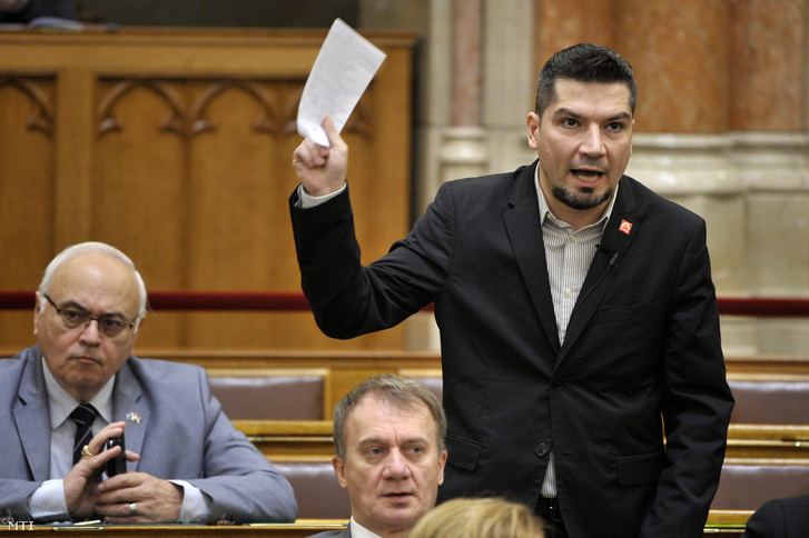 Varga László, MSZP-s képviselő felszólal napirend előtt az Országgyűlés plenáris ülésén 2018. december 11-én.
