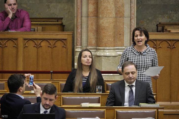 Varga-Damm Andrea jobbikos képviselő felszólal napirend előtt az Országgyűlés plenáris ülésén 2018. december 11-én.