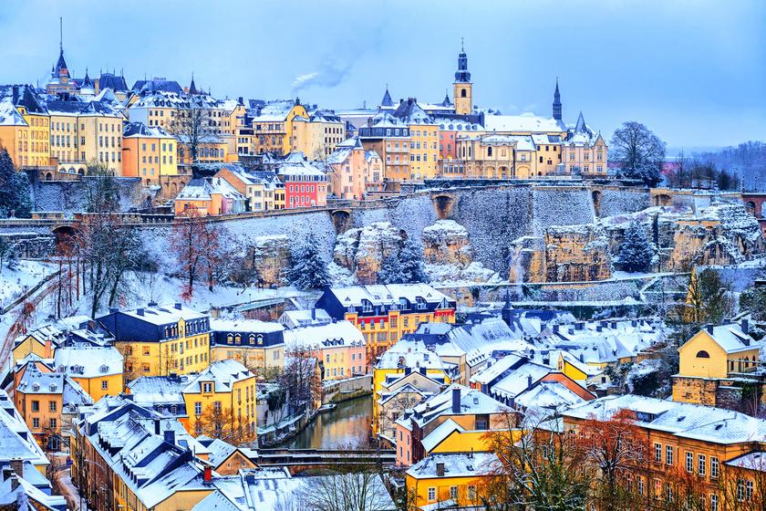 Luxemburg kanyargós, macskaköves utcái télen is andalító sétára csábítanak, ahonnan felfedezheted lenyűgöző vártornyait, miközben finom csokoládét és exkluzív borokat kóstolhatsz.