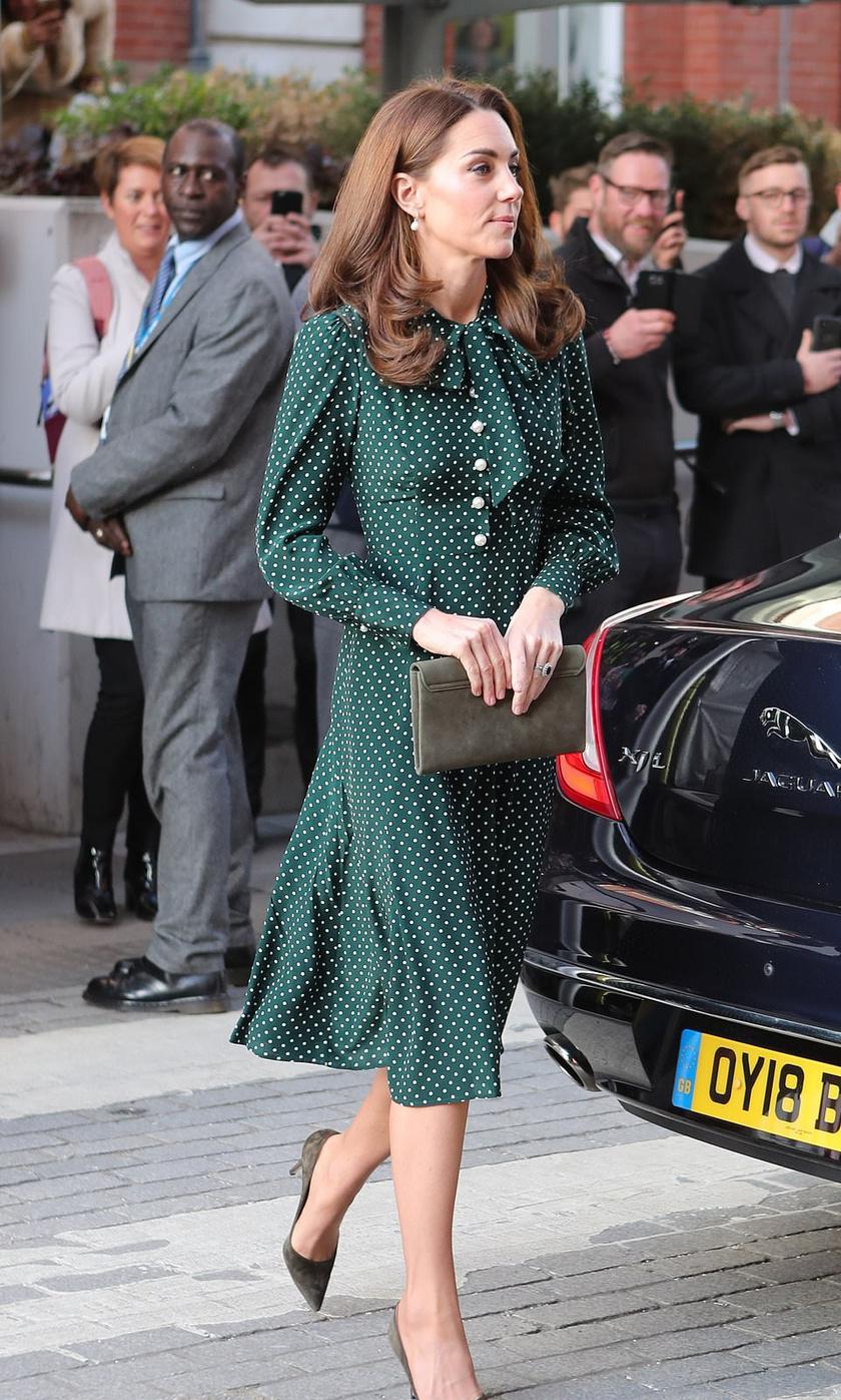 Nekünk nagyon tetszik a hercegné pöttyös ruhája - igazi retró hangulatot idéző darab.