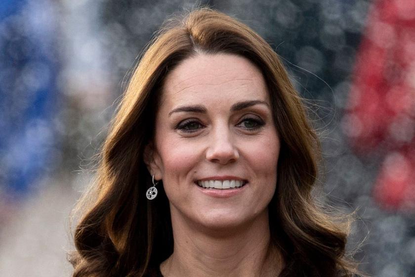 29184b687d Katalin hercegné pöttyös ruhát húzott - Ilyen jól állt neki a retró minta