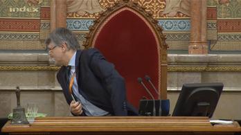 Tagot, tahót vagy faszt mondott Kövér a parlamentben?